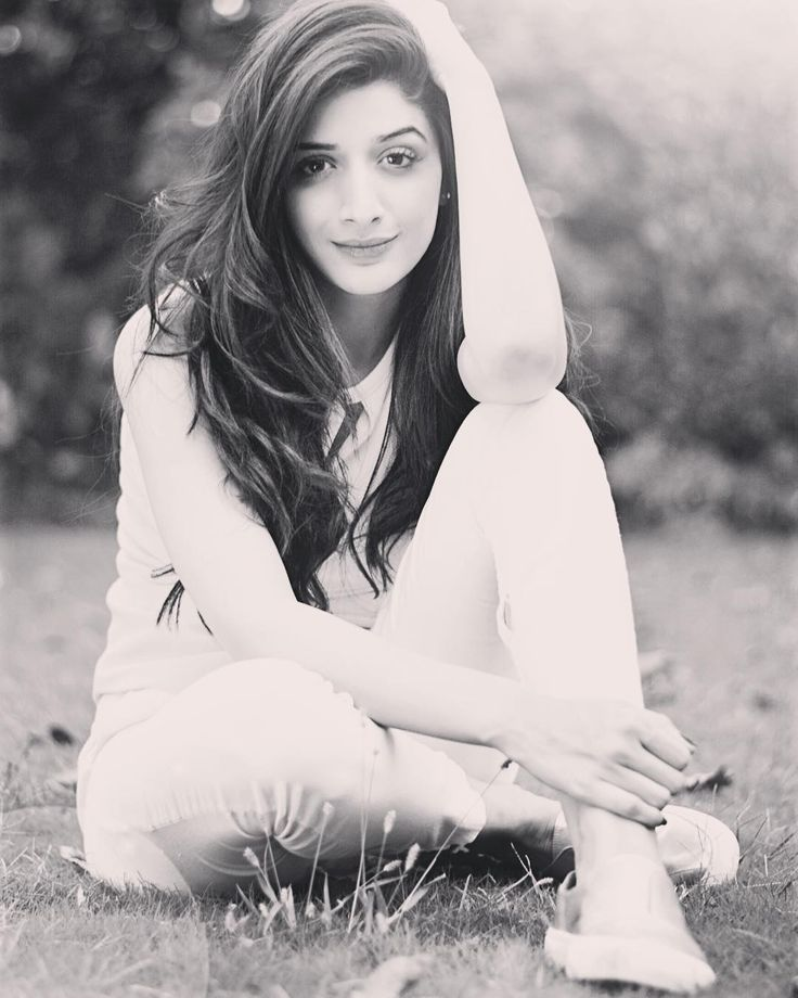 """""""Like a flower, One must rise from the mud & blossom!  #lifegoals #FlowerChild #goodvibe #blessedwiththebest #Alhumdulillah #MawraHocane"""""""