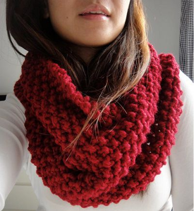 Fuente: https://www.etsy.com/listing/117265298/brooke-chunky-infinity-scarf-cowl