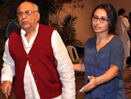 Rani Mukerji immerses father's ashes