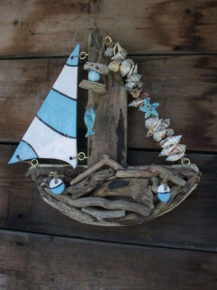 Barca con il legno di mare
