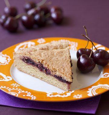 Gâteau basque à la confiture de cerises noires - Recettes de cuisine Ôdélices
