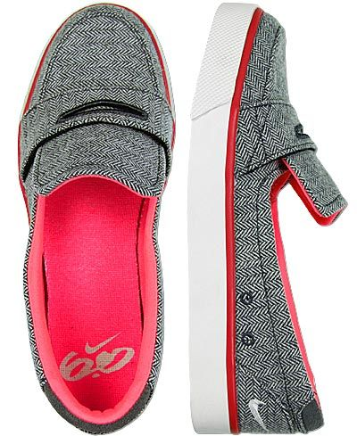 Comfy nikes! YES PLEASE. How cute!