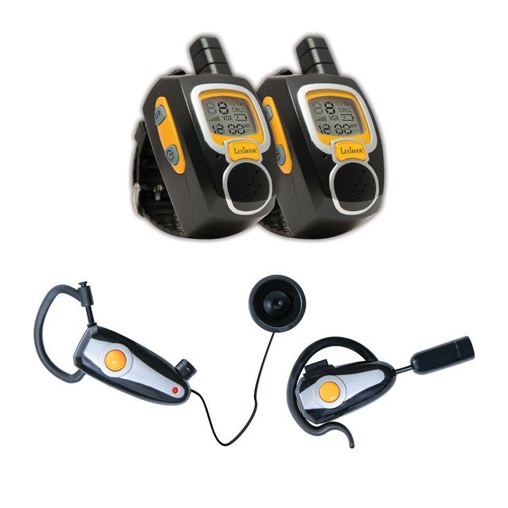 Ce kit d'espion est composé de deux montres talkie-walkie et de deux oreillettes. Les jeunes espions communiquent entre eux jusqu'à 2 km de distance. Ils échangent sur ce qu'ils observent sans que leur entourage ne les entende ! C'est ça les espions, ils doivent tout voir, tout entendre mais surtout ne rien dévoiler, sauf à leur partenaire d'espionnage. Avec ce kit d'espion Montre talkie-walkie et oreillettes Spy Mission, les missions se réalisent entre amis, avec patience et imagination.