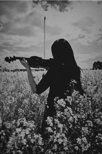 white & black \ violin girl