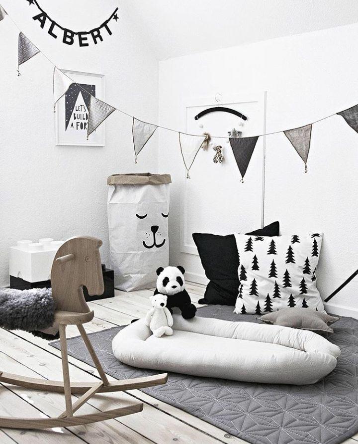 Une #déco #noire et blanche pour la #chambre d'un #enfant ! #noir #blanc #décoration #panda http://www.m-habitat.fr/par-pieces/chambre/amenager-une-chambre-pour-enfant-2624_A