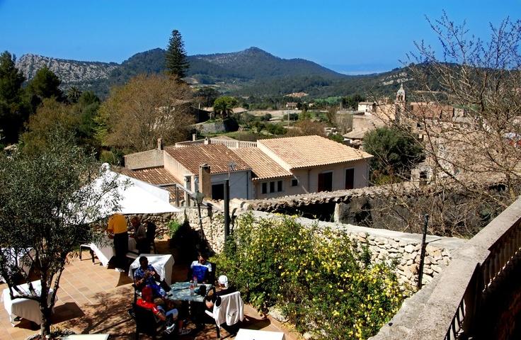 Un día cualquiera en nuestra terraza. #Mallorca (Balearic Islands, Spain). Enjoy your stay in #Mallorca in our charming hotel, a typical Catalonian country house, at the foot of the Puig de Randa. http://www.esrecoderanda.com/