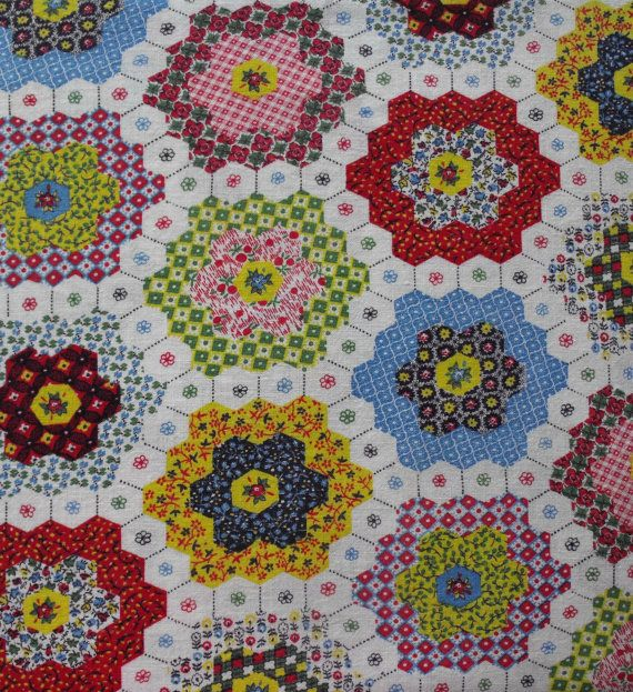 ... simple embroidery stitches (on the white hexagons) make a quilt more beautiful !