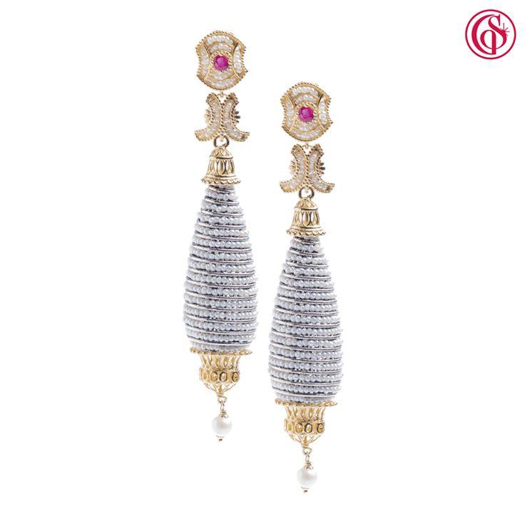 L'intreccio sinuoso delle microperle e la brillantezza delle pietre per augurarvi un prezioso e indimenticabile nuovo inizio! www.gerardosacco.com #capodanno2016 #preciousnight #jewelryfor2016