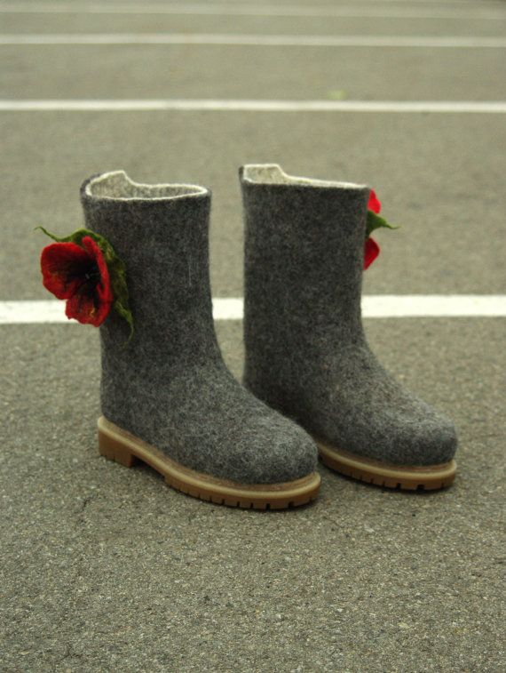 Hey, I found this really awesome Etsy listing at https://www.etsy.com/listing/477041180/womens-wool-felted-snow-boots-valenki