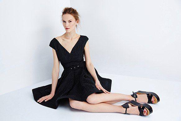 Гимнастка в прошлом, а ныне модель и дизайнер детской одежды Елена Судакова поделилась с BeautyHack секретами того, как восстанавливаться после тяжелых модельных будней, и рассказала о страсти к йоге и вегетарианству.  http://beautyhack.ru/intervyu/lico/elena-sudakova