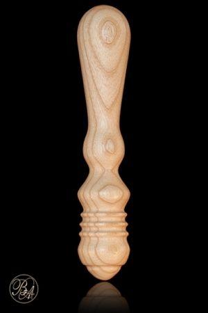 Caractéristiques : - Godemichet mixte en bois - Dimensions : 23 cm x 5 cm - Matière : Bois de frêne issu de forêts françaises éco-gérées - Vernis hypoallergénique sans phtalates conforme aux normes françaises de sécurité - Compatible lubrifiants et préservatifs - Utilisable dans les deux sens - Nettoyage à l'eau et savon neutre, séchage à l'aide d'un chiffon doux - Fabrication française,  éco-responsable - Ponçage fin : aucun risque d'écharde - Marque : Bois d'Amour
