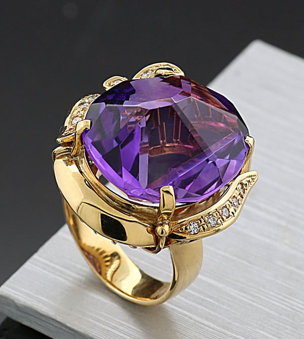 A unique amethyst brilliant ring, 16.33 ct in total, 750/18 kt yellow gold -- no reserve price --