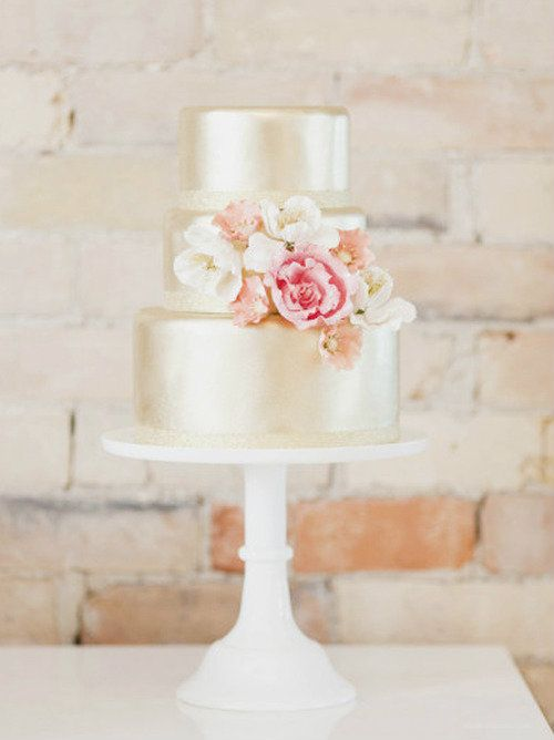 love the light gold color of the cake