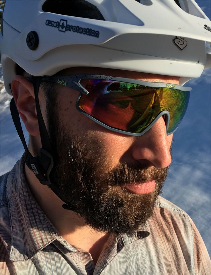 Cycling Technology by bolle Designed for the same usage as cycling sunglasses but totally unique featuring aerodynamic design of air flow and a frame shaped to maximize breadth of vision - horizontal and particularly the vertical field for checking road conditions - whatever your position on the bike. Sports sunglasses BOLLE B-ROCK #cycling #sunglasses https://lenshop.eu/manufacturers/11516-bolle/sunglasses