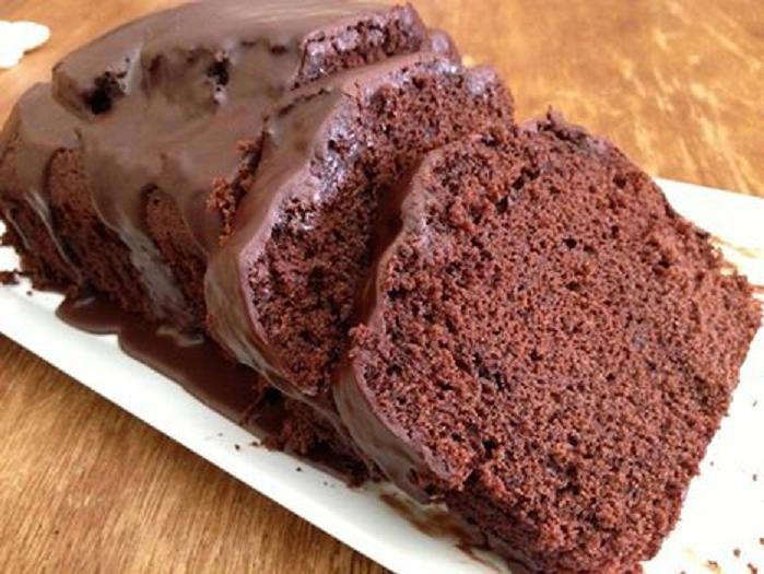 Υγρό κέικ σοκολάτας με ποτό Ursus και γλάσο! |