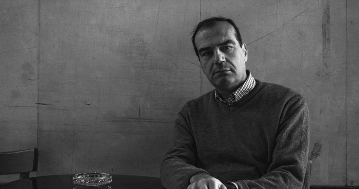 Ο Νίκος Μπακουνάκης εξηγεί στον Σταύρο Διοσκουρίδη ποια είναι η διαφορά δημοσιογράφου και ρεπόρτερ και πως επέδρασε ο Τύπος στη διαμόρφωση της ελληνικής κοινωνίας από τον 19ο αιώνα μέχρι σήμερα.