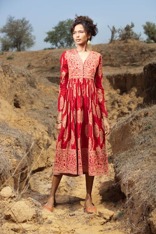 Indian Red Kurta. This is good. THey would wear it here over skinny jeans about 5 inches shorter- so it hits about 2 inches or 3 above the knee.