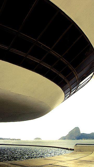 Museu de Arte Contemporânea de Niterói (Rio de Janeiro). Projetado pelo arquiteto Oscar Niemeyer.