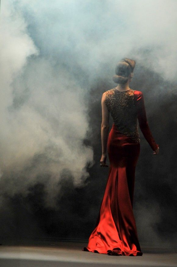 ..Colors Pop, Fashion Weeks, Red, Gowns, Fall Fashion, Fashion Photography, The Dresses, Smoke, Jenny Packham