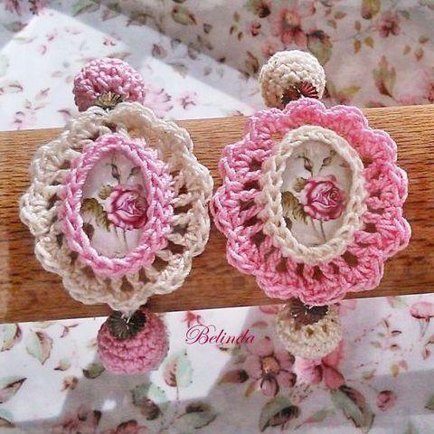 Vintage tavaszköszöntő karkötő - horgolt bogyóval, kaboson rózsával, Ékszer, óra, Karkötő, Meska Crochet bracelet, cabochon rose 1250 Ft
