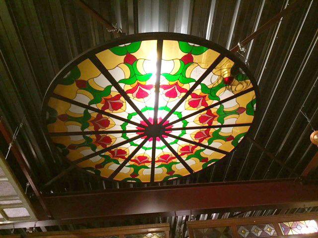 Glas in lood plafond rond 248 cm.   Stained glass Ceiling   Plafondverlichting   Plafonddecoratie   Horeca Interieurbouw   Irish Pub   Engelse pub   Sijf & Dax van Zuilen   Oudewater