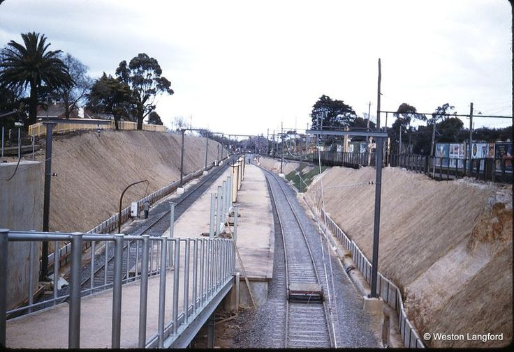 Elsternwick New station looking down. 1 Sep 1960.