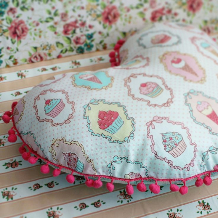 Are you love cupcakes?  Hear pillow with sweetie.