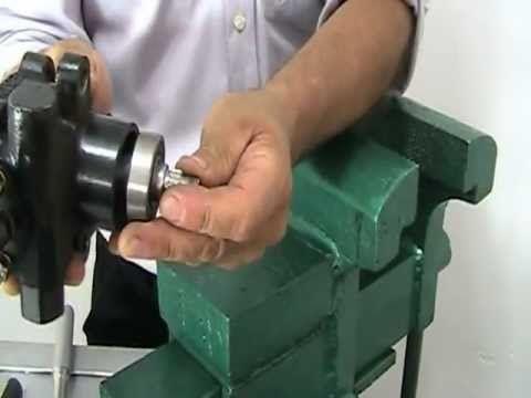 Como desarmar una bomba de dirección Nissan. http://www.timoneshidraulicos.com/