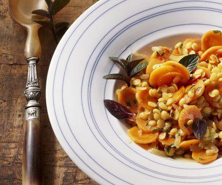 Karottensalat mit Linsen auf orientalische Art | Zeit: 20 Minuten | http://eatsmarter.de/rezepte/karottensalat-mit-linsen-auf-orientalische-art