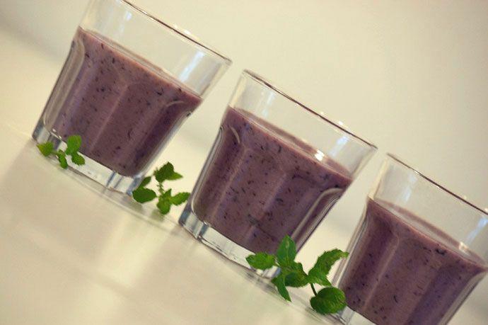 En skøn smoothie til morgenmad og gode mellemmåltider. Smagen af lakrids og blåbær er fantastisk i kombination