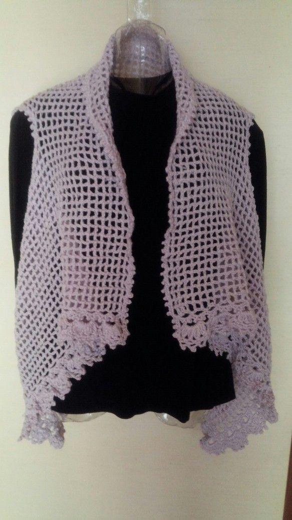 ピンク毛糸で作ったの襟付きジレです。ちょっと肌寒いときに羽織って寒さ対策にいかがですか?首の後ろから裾まで約64センチです。|ハンドメイド、手作り、手仕事品の通販・販売・購入ならCreema。
