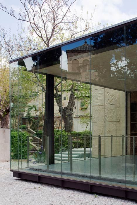 Renaissance artist El Greco lived and worked in the Spanish city of Toledo and Pardo + Tapia Arquitectos refurbished and added a glazed entrance pavilion to the small museum that houses some of his most important paintings