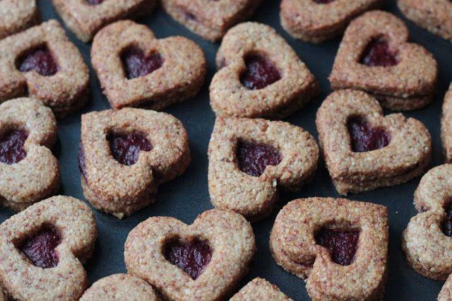 Veselé Borůvky: Cukroví: Mandlové linecké s jahodovou marmeládou