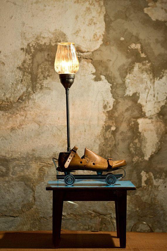 Steampunk lamp, Upcycled verlichting, tafellamp, Vintage verlichting, rolschaatsen lamp, houten schoenmakers laatste lamp, Mason jar lichte, koele lamp