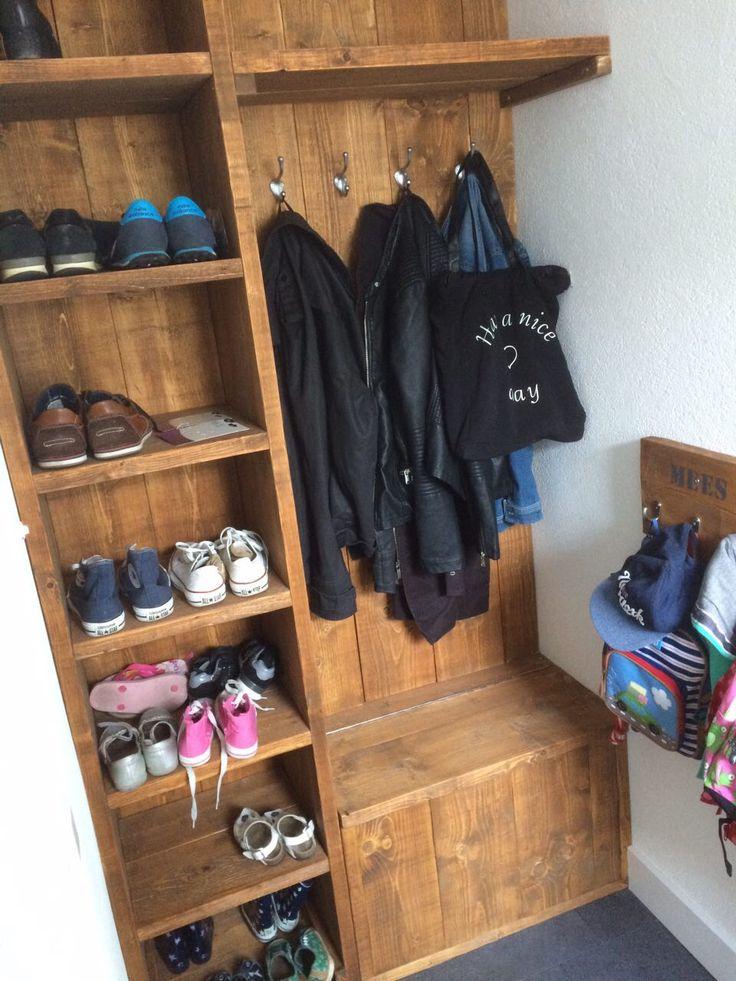 Schoenenkast, klep-bankje en kapstok