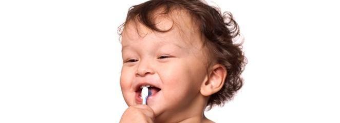 Od małego przyzwyczajajmy nasze dziecko do zabiegów higienicznych związanych z zębami. Niech pierwsza szczoteczka będzie kolorowa i miękka, a pierwsza pasta słodko pachnąca. Celebrujmy z dzieckiem wspólne chwile przy myciu zębów. Przecież jesteśmy dla dziecka najlepszym wzorem. http://www.blueklinik.pl/pl/stomatologia/gabinet/