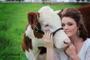 2014 senior girl with cow pose photography