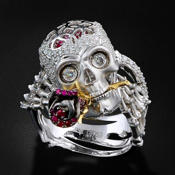 """Кольцо """"Череп с розой"""" с рубинами, бриллиантами в белом золоте 750 пробы (арт. 28196)"""