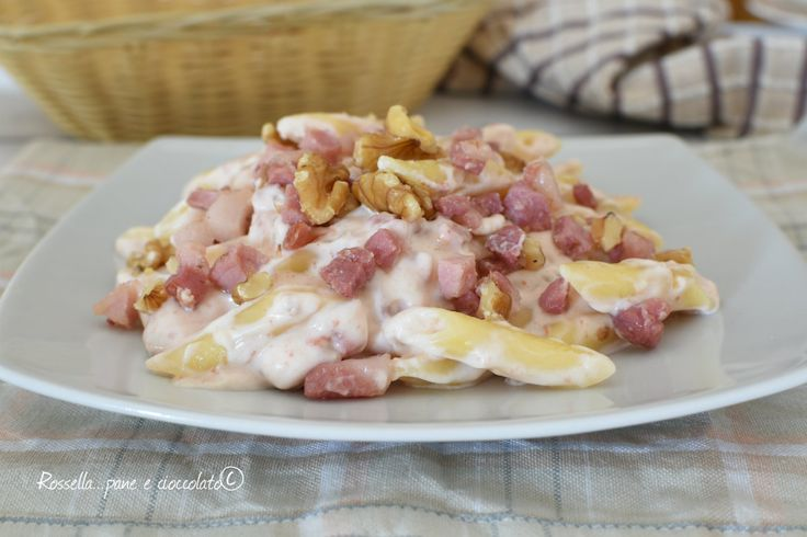 Le Pennette alla pancetta e noci sono un primo piatto gustoso e completoma che si puo' avere anche nella versione light, molto piu' leggera.