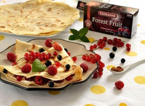 Naleśniki z owocami leśnymi