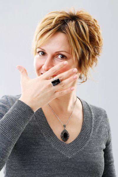 Kurzhaarfrisuren: Das liegt im Trend für kurzes Haar -                         Schmuck kommt mit kurzem Haar viel besser zur Geltung!