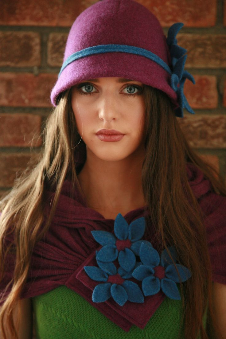 Cloche hat and scarf with daisy texture