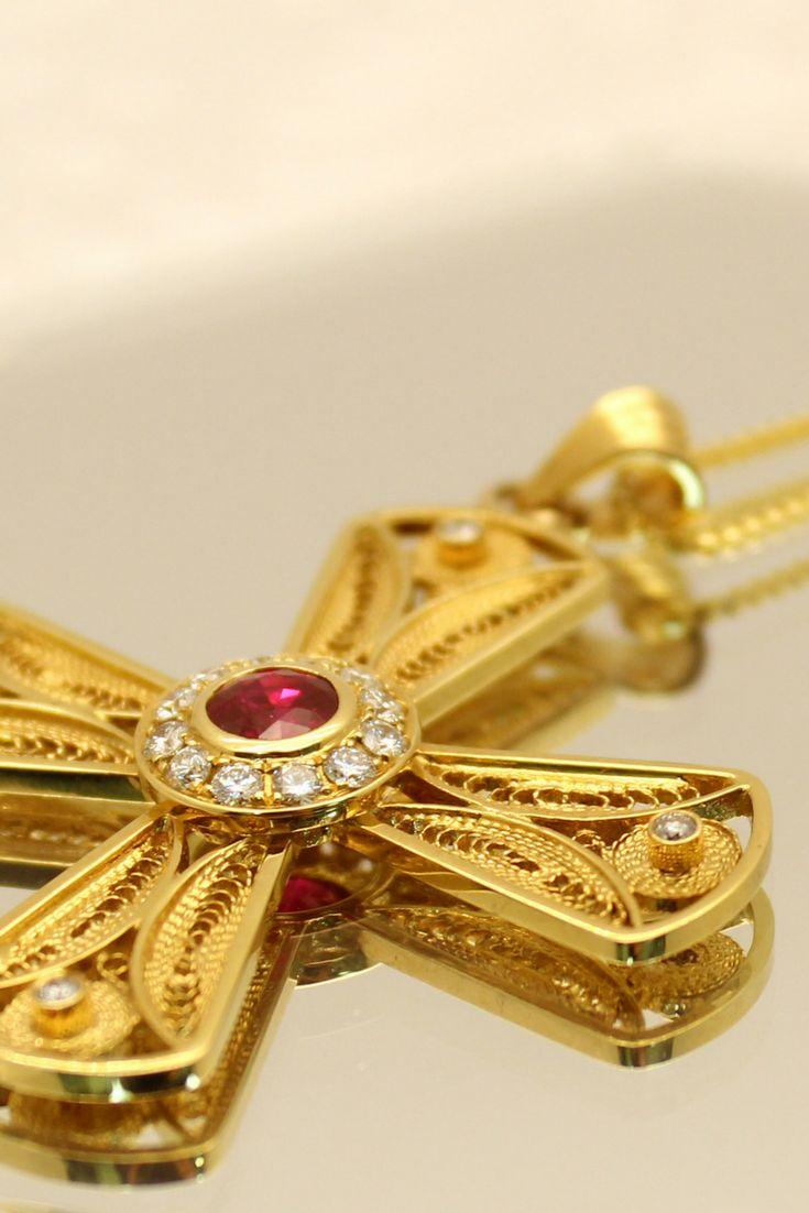 18k Filigree Gold set with diamonds and a beautiful ruby.  #pendant #diamond #ruby #filigree