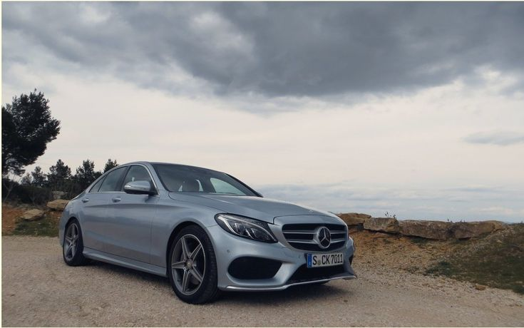 One could imagine that there are twenty years, the German automakers have reunited in a Munich speakeasy and they have decreed that the future of small luxury sedans only passed by the sportsmanship. He had to create henceforth only machines holding strong track, with dynamic suspension and direction to exceptional feedback.   #autoes #car #cars guide #Getting Started #Mercedes-Benz C-Class 2015: The luxury comes first #Test #The Car Guide Tests and Features #the cars