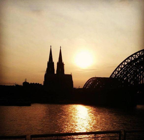 Dein perfektes Instagram-Foto vom Dom schießt Du am besten vom Rheinboulevard. | 25 Geheimnisse, die Dir Menschen aus Köln nicht verraten