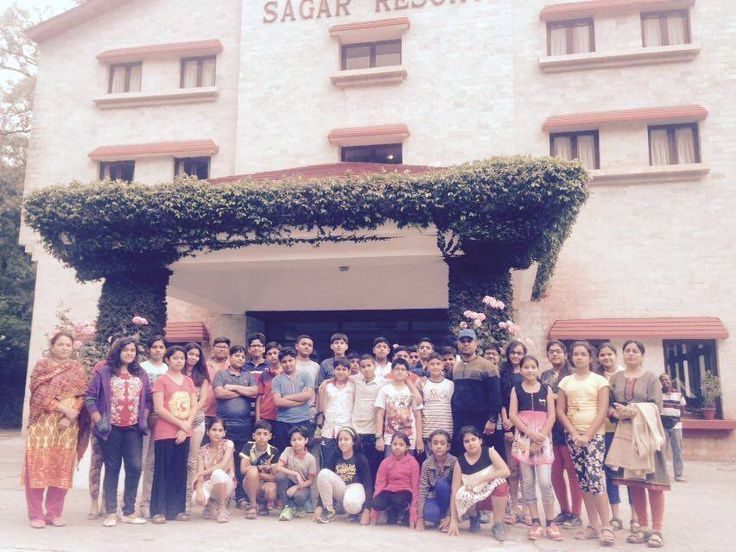 A Team of 50 students ad 5 Teachers reach to Manali for 5 days Adventure Camp.