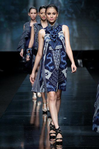 Modern Batik 2012 Of Jakarta Fashion Week by Agnes Budisurya Designer
