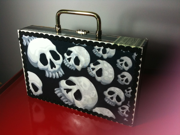 Love this cigar box converted to a purse