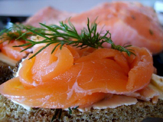 Необычный рецепт – слабосоленая красная рыба в морозилке