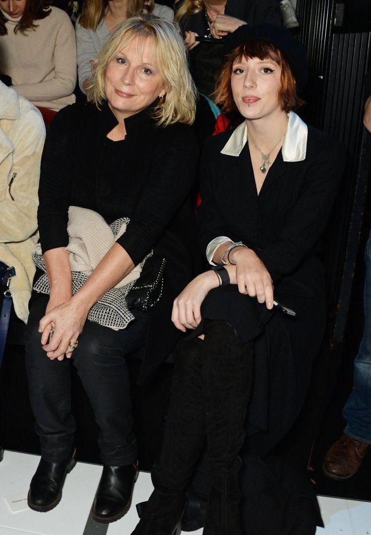 Pin for Later: Londres Attire Beaucoup de Célébrités à la Fashion Week Jennifer Saunders et Freya Edmondson Au défilé Anya Hindmarch.